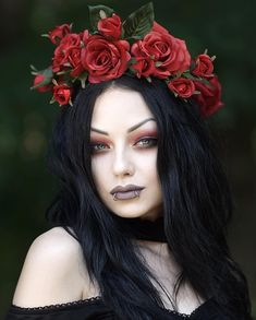 Good evening everyone! Hope you are all enjoying your weekend. I realized I haven't shown you this beautiful print for way too long. Darya Goncharova, Alternative Makeup, Goth Beauty, Most Beautiful Pictures, Holi, Pin Up, Halloween Face Makeup, Photo And Video, Guys