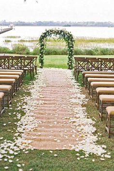 burlap wedding aisle