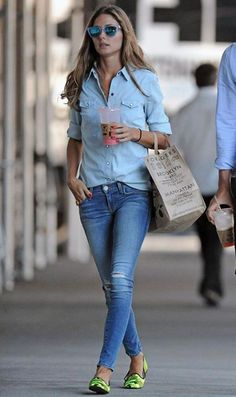 Olivia Palermo - Double Denim street look Style Work, Mode Style, Her Style, Look Fashion, Fashion Photo, Denim Fashion, Street Fashion, Looks Total Jeans, Looks Camisa Jeans