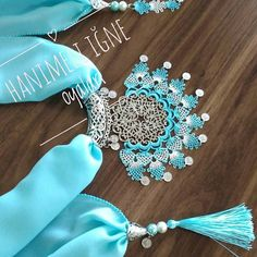 Needle lace, one of the most preferred traditional embroidery, continues to be transferred to future Easy Knitting Patterns, Lace Knitting, Knit Crochet, Feather Stitch, Jewelry Center, Embroidery Suits, Scarf Jewelry, Needle Lace, Stud Earrings