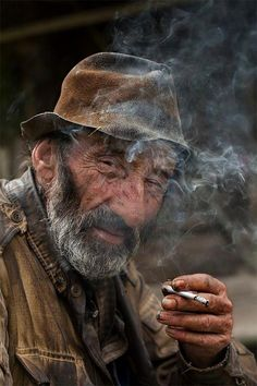 Photographer Ezra Tobak Old Man Portrait, Portrait Art, Portrait Photography Men, Old Faces, People Of Interest, Best Portraits, Face Expressions, Interesting Faces, Old Men