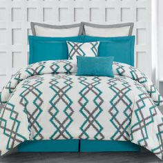 A perfect addition to your master suite or guest room, this lovely quilted bedding set showcases an eye-catching geometric motif in teal and grey.