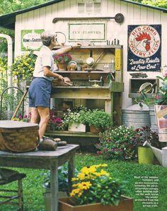 Gardening bench.    LOVELOVELOVE!!!