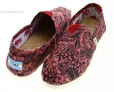 Toms shoes pair of the Toms shoes is mainly covered by canvas* which is made out of cotton and post-consumer plastic waste. Toms is willing to recycle the waste and turn it into production materials. shoes insole is made out of pig suede Cheap Toms Shoes, Toms Shoes Outlet, Cl Shoes, Shoe Nails, Fashion And Beauty Tips, Backpack Purse, Purses And Bags, Loafer Flats, Shoe Bag
