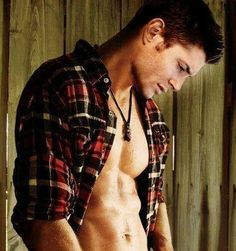 shirtless cowboy pictures or you know Jensen Ackles as Dean Winchester.a cowboy of sorts. Castiel, Sammy Supernatural, Supernatural Pictures, Jensen Ackles, Jared And Jensen, Dean Winchester, Mark Sheppard, Misha Collins, Por Tras Das Cameras
