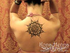 Henna Gallery - Backs - Om Mandala Star Mehndi Art, Henna Mehndi, Sexy Tattoos For Girls, Girl Tattoos, Henna Mandala, Henna Tattoos, Henna Designs, Tatting, Body Art