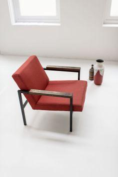 Photography: Dim Balsem / Styling: Samir Bantal & Julien Rademaker / Chair: SZ30 by Hein Stolle for 't Spectrum