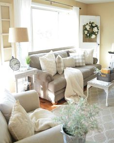 Awesome 40 Small Farmhouse Living Room Decorating Ideas #decor #ideas #Livingroomfarmhouse
