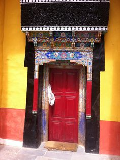 #Doorway Into a Chinese Surprise. Red Hot Qi. #Feng Shui #doors http://patricialee.me/feng-shui-at-the-front-door/