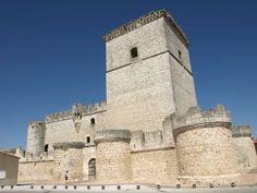 Castillo de Portillo. El castillo de Portillo está ubicado en el municipio de Portillo, en España Castle Ruins, Medieval Castle, Castle In The Sky, Places To See, Cathedral, Adventure, Architecture, Building, Madrid