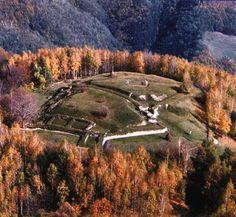 Cetatea dacică de la Grădiștea Vâlcii, între legendă și adevăr istoric - Ramnicu Valcea Week Get Whiter Teeth, Transylvania Romania, Archaeology, Drum, Country Roads, Mountains, Travel, Image, Military
