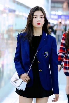 """""""ITZY's Lia being the princess of airport looks: a thread"""" Kpop Fashion, Korean Fashion, Fashion Outfits, Airport Fashion, Kpop Girl Groups, Kpop Girls, K Pop, Kpop Outfits, Casual Outfits"""