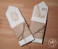 Servietten zur Bestecktasche falten / how to fold a napkin cutlery bag  http://minnieswelt.blogspot.co.at/2015/05/bestecktasche.html