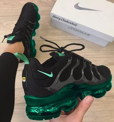 Cute green and black nike shoes💚🖤 Cute Sneakers, Cute Shoes, Me Too Shoes, Shoes Sneakers, Sneaker Heels, Adidas Shoes, How To Wear Jeans, Fresh Shoes, Trendy Shoes