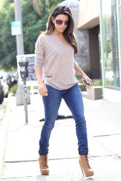 Eva Longoria gorgeous in skinny jeans, loose sweater and high heel booties. #jeans #heels #legs