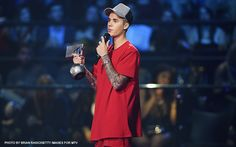 Canadian pop singer Justin Bieber made a triumphant return to the European stage at the MTV Europe Music Awards in Milan on Sunday (Monday, October 26, PHT) , scooping five prizes at the major music event.