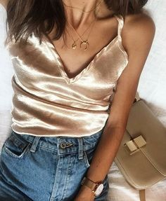 Silk top for a nice pair of jeans with a beige shoulder. //Pinned on Benita The Diva Fashion Killa, Look Fashion, Diy Fashion, Fashion Beauty, Autumn Fashion, Fashion Dresses, Casual Outfits, Cute Outfits, Do It Yourself Fashion