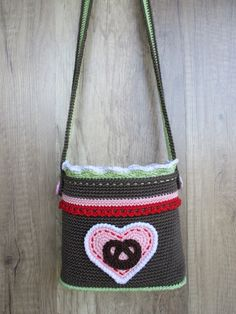 Häkelanleitung Wiesntasche Baby Knitting Patterns, Crochet Patterns, Crochet Food, Crochet Purses, Crochet Bags, Green Wool, Grey Fashion, Yarn Needle, Crochet Projects
