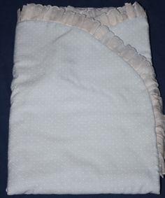 ARRUYO PARA LAURITA Baby Blankets, Diy, Scrappy Quilts, Baby Things, Hands, Crocheting, Manualidades, Clothing, Bricolage