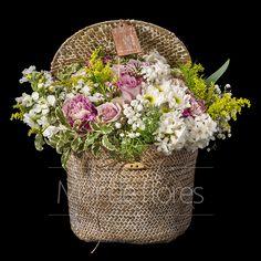 Riviera. Sombrerera con flores. Envío de flores. Cajas de Flores