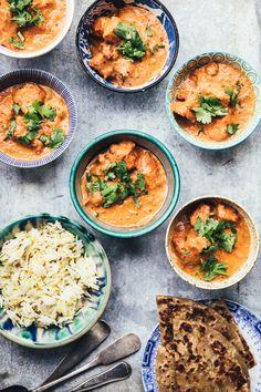 En hyldest til kvinderne // Den bedste butter chicken - The Food Club Halal Recipes, Curry Recipes, Indian Food Recipes, Asian Recipes, Vegetarian Recipes, Helathy Food, Butter Chicken Curry, Diy Snacks, Food Club