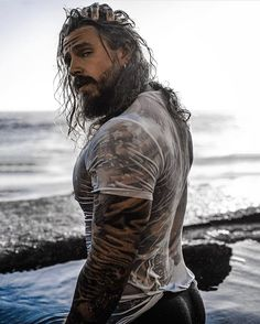 You know sometimes you just look at this dude and wonder if he's human. That body looks perfect.the beard, the muscles, how long his hair is, his tattoos.i wonder how laides deal around him. Sexy Tattooed Men, Bearded Tattooed Men, Bearded Men, Hot Guys Tattoos, Men's Fashion, Ginger Beard, Inked Men, Winter Hairstyles, Hair Photo