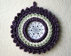 Crochet Picture Frame with Color Accents and Small Picots. PDF Pattern by JaKiGu