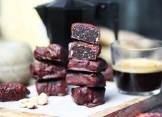 Vegan σοκολατάκια με γέμιση brownies Types Of Food, Sausage, Artisan, Vegan, Sweet, Desserts, Cloud, Recipes, Gastronomia