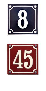 Helt traditionelle emalje skilte som passer til de fleste huse. Vi har valgt den helt traditionelle størrelse 10x10 som er kendt fra ældre huse.