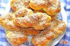 Sfintisori cu aluat de cozonac Bagel, Bread, Martie, Food, Food Cakes, Eten, Bakeries, Meals, Breads