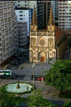 Basílica Menor de Santo Antônio do Embaré. Estilo Gótico localizada no bairro e praia do Embaré. - Santos SP / Brasil