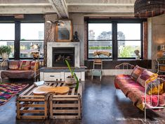 Intense Colorful Eclectic Industrial Home Design Located in Portland USA Industrial Home Design, Industrial Living, Industrial Loft, Industrial Bedroom, Industrial Wallpaper, Industrial Bookshelf, Industrial Windows, Industrial Farmhouse, Industrial Furniture