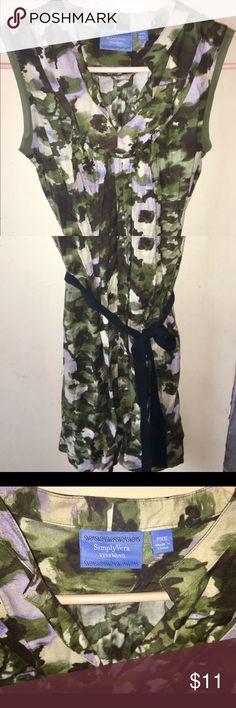 Vera Bradley Dress Petite XS Simply Vera Vera Wang Petite XS, like New. Lightweight 100% Rayon. Nice detailing. Shades of green, ivory, & violet. 🎁🎀FREE GIFT w/ every purchase🎁🎁 Simply Vera Vera Wang Dresses Midi
