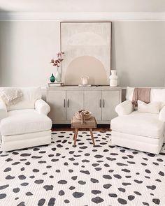 Designed by @angvalenti Modern Rugs, Modern Decor, Home Interior Design, Interior Styling, White Area Rug, White Rugs, Cozy Place, White Decor, Area Rugs