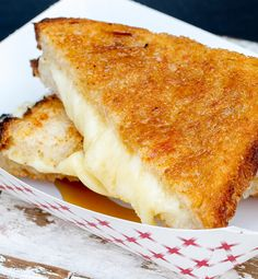 This sourdough grilled cheese sandwich with extra sharp cheddar gets a subtle sweet kick with a drizzle of pure Canadian maple syrup. Pair with your favorite tomato soup for a delicious, easy dinner. #ILoveMaple