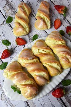 Krakowskie yeast buns with cheese – Po Prostu Pros Polish Desserts, Polish Recipes, Sweet Recipes, Cake Recipes, Dessert Recipes, Lemon Curd Cheesecake, My Favorite Food, Favorite Recipes, Artisan Bread Recipes