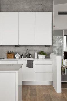 moderni valkoinen keittiö