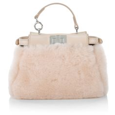 How fluffy! This Fendi handbag makes girly dreams come true. The 'Micro Peekaboo Montone Liscio / Nappa Shiny' suits well with stylisch street styles and is perfect for tough business outfits! Fashionette.de