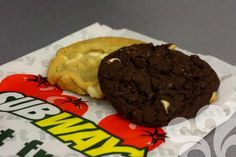 Subway cookies are the best! Subway Cookie Recipes, Subway Cookies, Spice Cookies, Candy Cookies, Chocolate Chips, Chocolate Chip Cookies, Oatmeal Cream Pies, Sugar Cookie Icing, Tummy Yummy