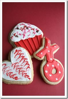 Cupcake-shaped cookie for the cupcake lover. [Valentine cookies by My Funny Valentine, Valentines Sweets, Valentines Day Cookies, Valentine Treats, Valentines Day Party, Vintage Valentines, Holiday Cookies, Holiday Treats, Cupcake Cookies