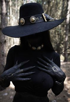 UNHOLY HAT/WRISTBAND Handcrafted from high quality faux leather, with heavy metal conchos all around!One Size fits allMeasurements - - Ravencurse items are handcraft. Latex Fashion, Dark Fashion, Gothic Fashion, Hot Goth Girls, Gothic Girls, Goth Beauty, Dark Beauty, Dark Fantasy Art, Fantasy Girl