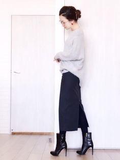 タイトスカートは仕事時のオンスタイルにも、休日のオフコーデにも使えるマストなアイテムですね。今回ご紹介するのは、長め丈のタイトスカートできれいめコーデがメインです。