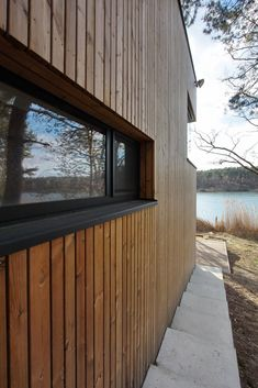 Image 8 of 24 from gallery of Weekend House PS / hantabal architekti. Photograph by Juraj Hantabal Cedar Cladding, House Cladding, Exterior Cladding, Facade House, Build My Own House, Building A House, Garden Office Shed, Timber Windows, Black Windows