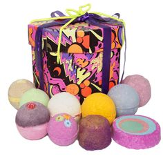 POP gift set by LUSH. For bath lovers. I WISH THIS WAS NOT SO DAMN EXPENSIVE I NEED IT IN MY LIFE