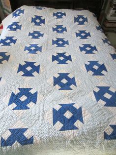 """RARE -  Blue White """"Shoo Fly"""" Quilt   Vintage Hand Sewn"""