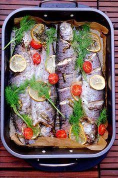 Pstrąg pieczony z masłem Fish Recipes, Snack Recipes, Good Food, Yummy Food, Xmas Food, Baked Salmon, Fish And Seafood, Food And Drink, Tasty