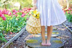 Make The Wardrobe Green This Spring: Sustainable Fashion – Pannysylvania Magazine Spring Allergies, Gutter Garden, China Garden, Garden Plants, Make Him Miss You, Bokashi, Her Campus, Plus Size Summer, Tips