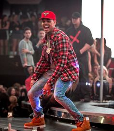 Ayyee!!!!😊✨ Chris Brown Outfits, Chris Brown Style, Breezy Chris Brown, Dope Outfits For Guys, Moda Streetwear, Streetwear Fashion, Black Men Street Fashion, Mens Fashion, Chris Brown Pictures