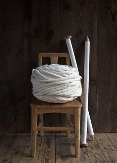 check out the size of that yarn... and those needles...!  big-little-dandelion-garter-blanket-600-39
