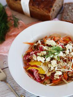 Podzim 🍃 už nám pomalu klepe na dveře a tak by to chtělo ještě trochu těch letních barviček aspoň na náš talíř. Tento podzimní řepový salát 🥗 je díky více druhům řepy nejen plný barev, ale i vitamínů. 😉 Tacos, Mexican, Dishes, Ethnic Recipes, Fitness, Plate, Utensils, Excercise, Health Fitness